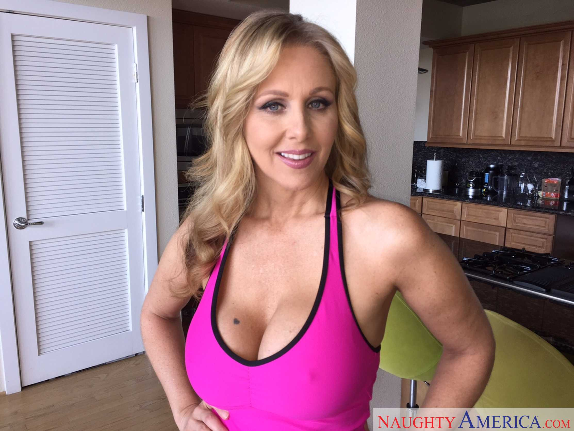 julia ann mom
