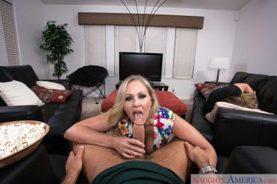 Julia Ann Your Friends Hot Mom vr 03